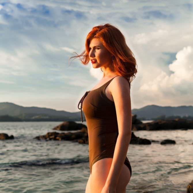 Анна Чапман фото в купальнике на пляже