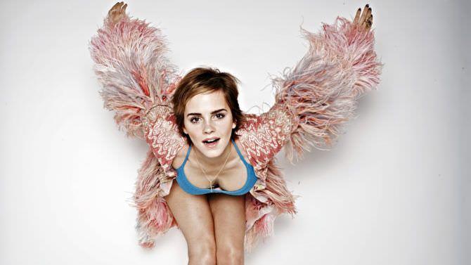 Эмма Уотсон фото в розовой кофте