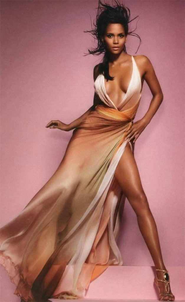 Холли Берри фотография в золотом платье