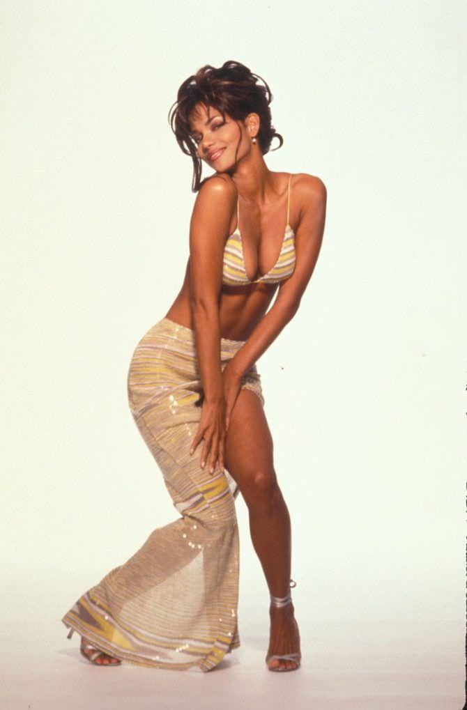 Холли Берри фото в блинной юбке