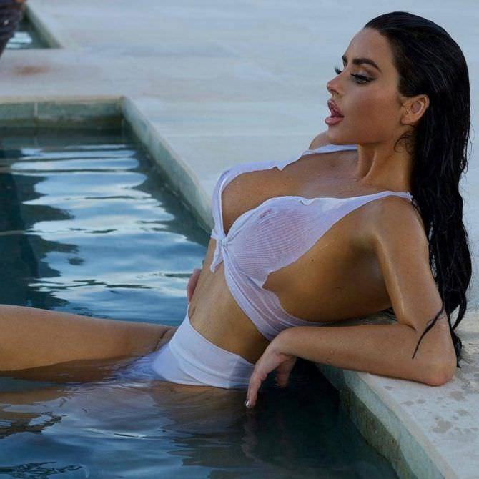Абигейл Рэчфорд фото в бассейне
