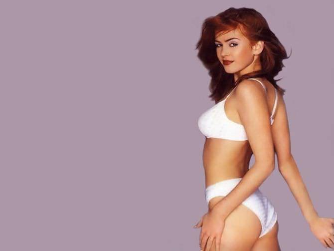 Айла Фишер фото в белом комплекте