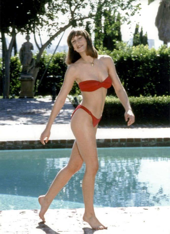 Джейми Ли Кёртис фото в красном купальнике