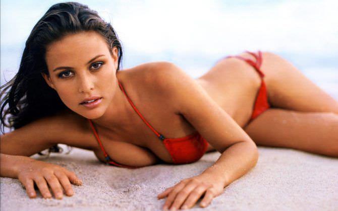 Джози Маран фото в красном купальнике