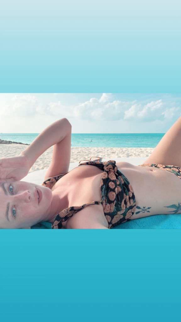 Кая Скоделарио фото на пляже