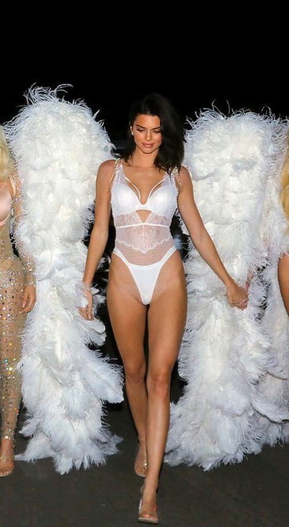 Кендалл Дженнер фото с крыльями