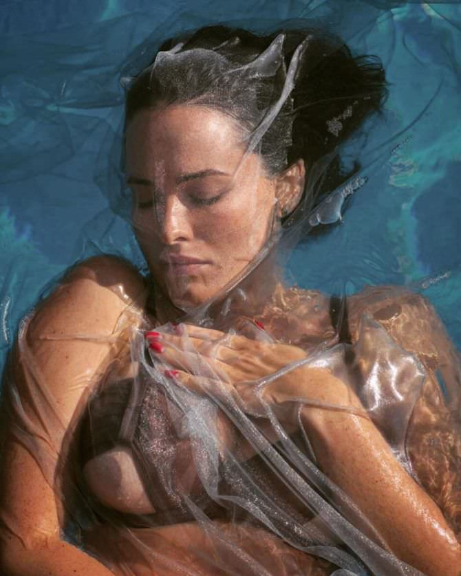 Даша Астафьева фото в воде