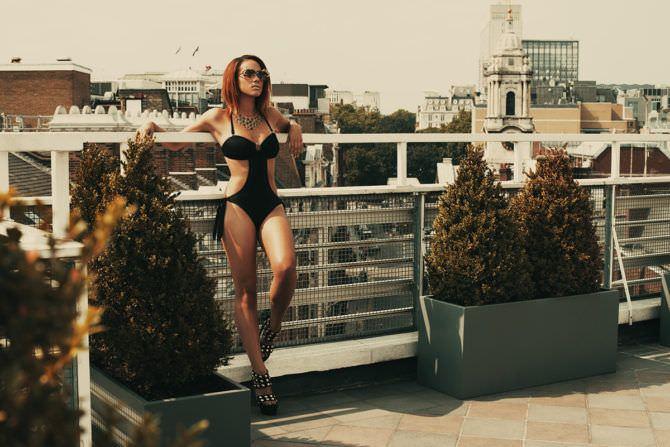 Натали Эммануэль фотография в купальнике