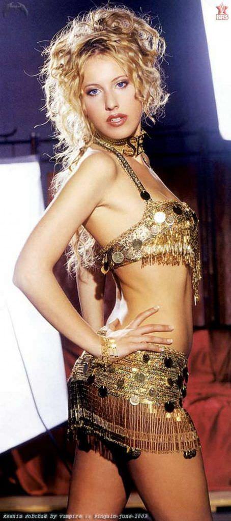 Ксения Собчак фото в костюме с блёстками