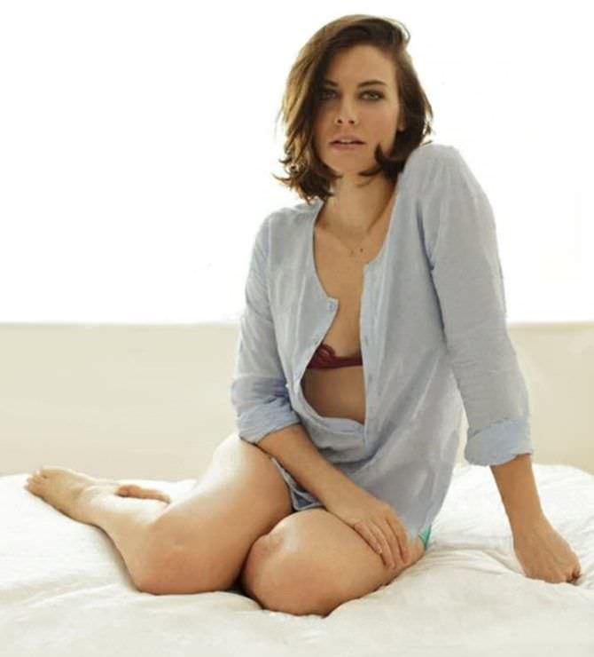 Лорен Коэн фото в белье на кровати