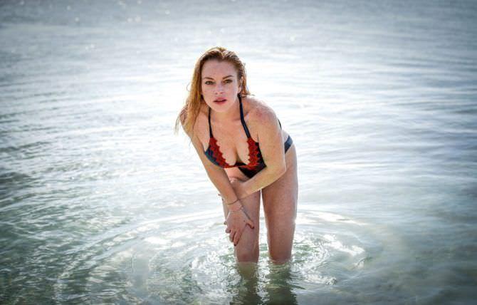 Линдси Лохан фото в воде