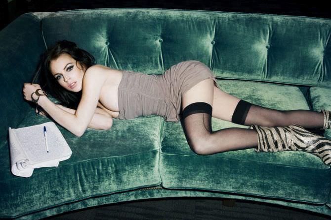 Линдси Лохан фото в чулках