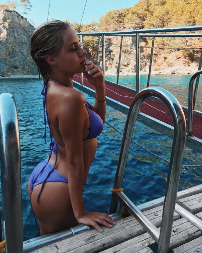 Мария Гамаюн фото в бассейне