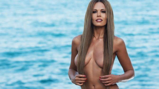 Мария Горбань фото на фоне моря