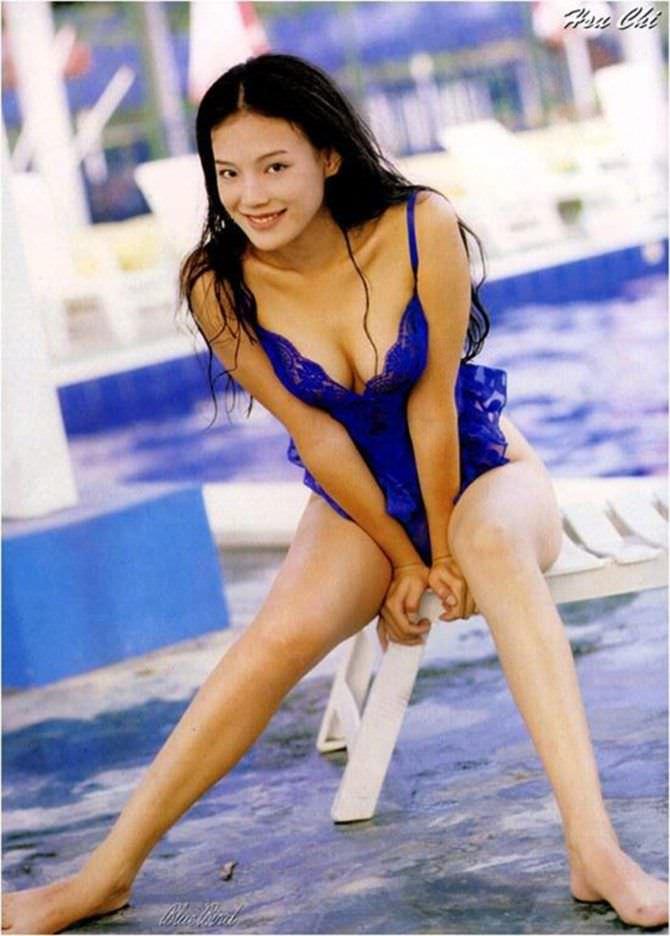 Шу Ци фото у бассейна