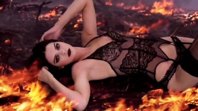 Кендалл Дженнер кадр с огнём