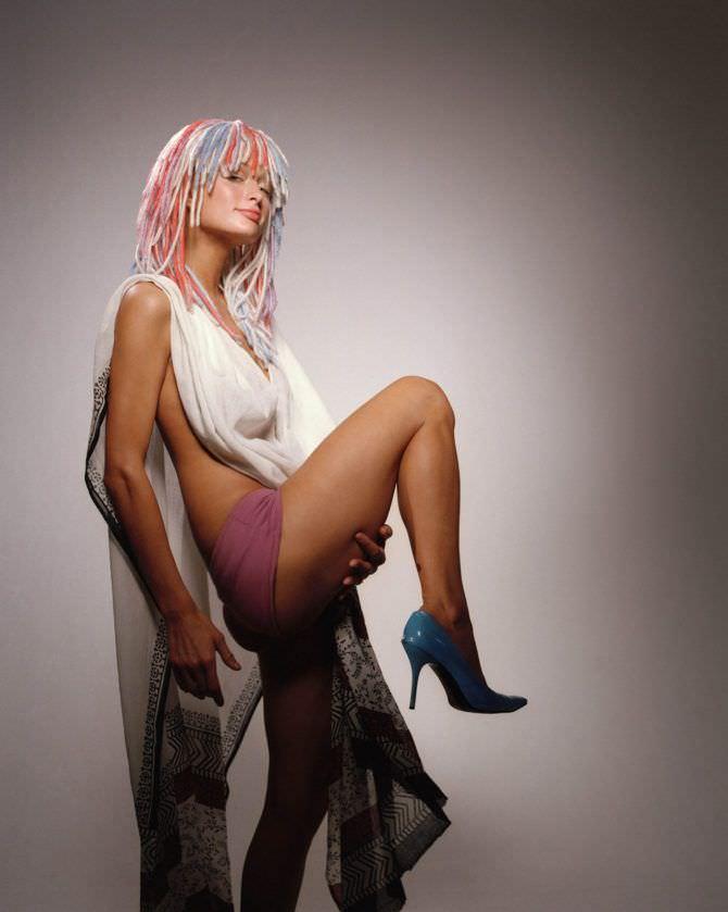 Пэрис Хилтон фото с цветными волосами