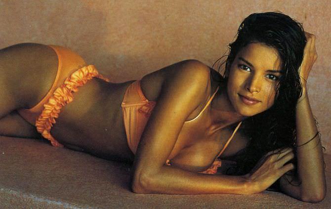 Патрисия Веласкес фото в оранжевом купальнике
