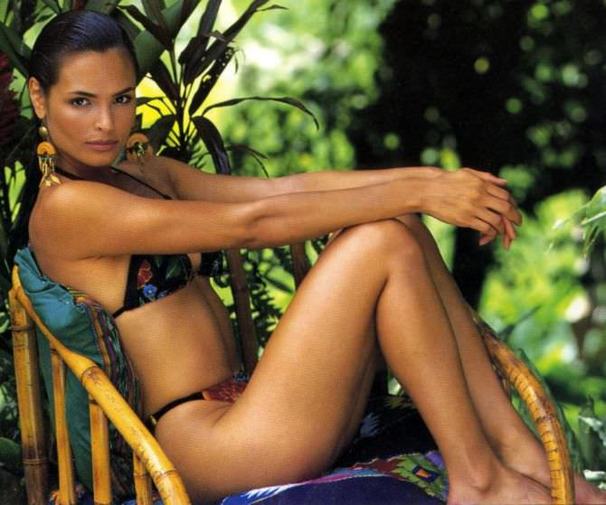Патрисия Веласкес фото в кресле