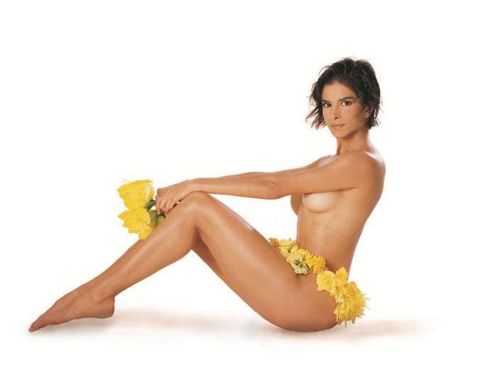 Патрисия Веласкес фото в цветах