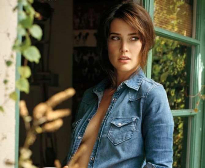 Коби Смолдерс фото в джинсовой куртке