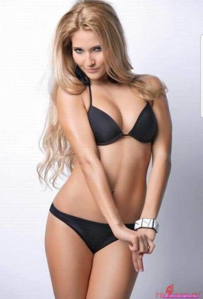 Анастасия Янькова фото в купальнике