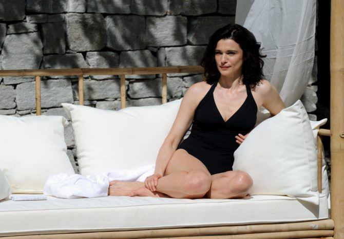 Рэйчел Вайс фотография в купальнике
