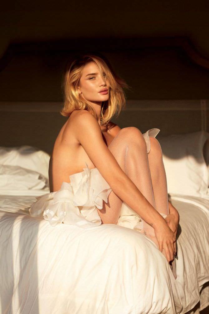 Роузи Хантингтон-Уайтли фото в постели