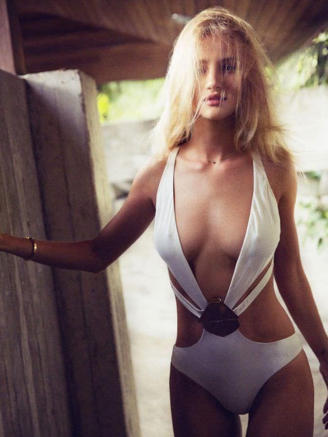 Роузи Хантингтон-Уайтли фото в купальнике