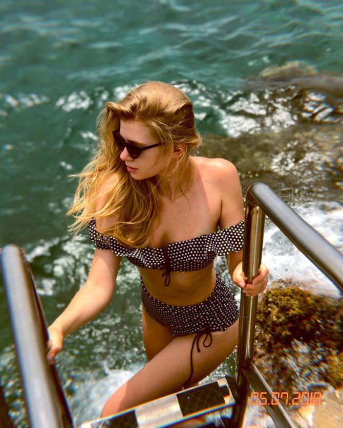 Анастасия Уколова фото на пляже
