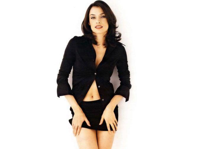 Фамке Янссен фото в чёрной блузке