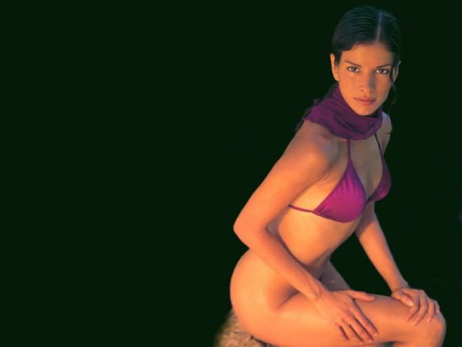 Патрисия Веласкес фото в розовом купальнике