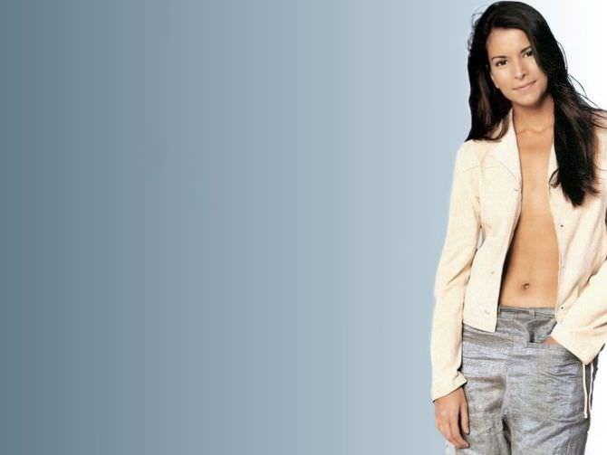 Патрисия Веласкес фотография в пиджаке