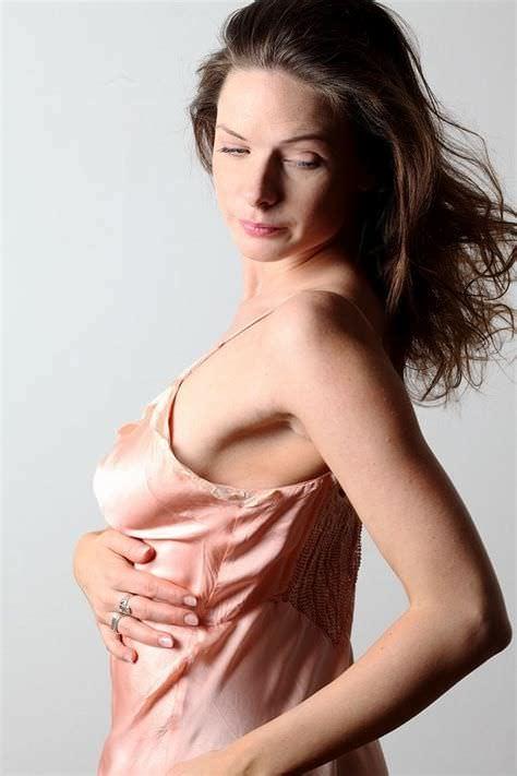 Ребекка Фергюсон фото в сорочке