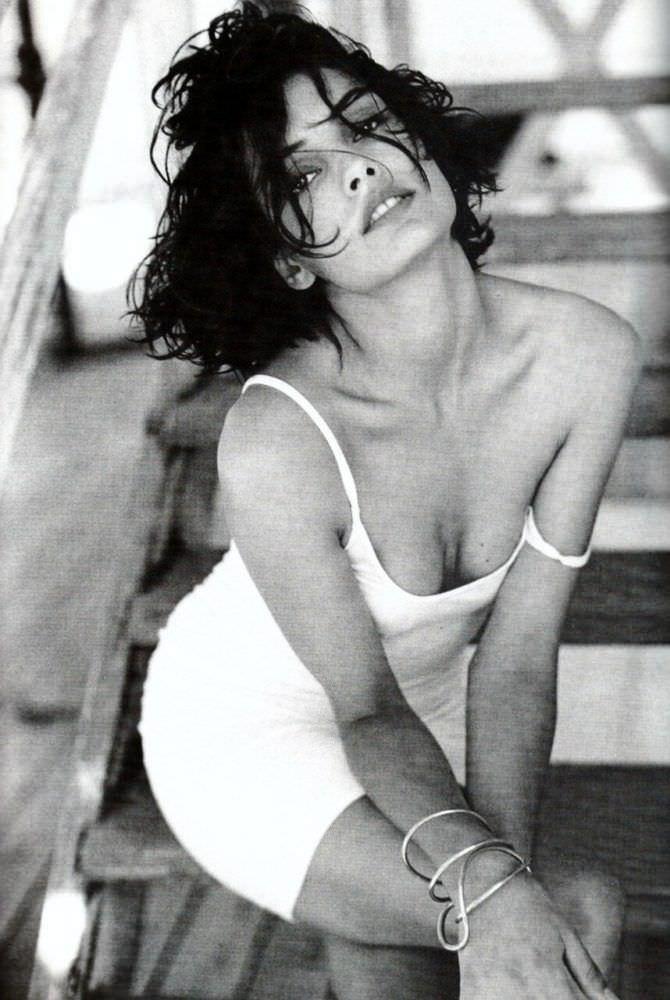 Фамке Янссен фото в белом платье
