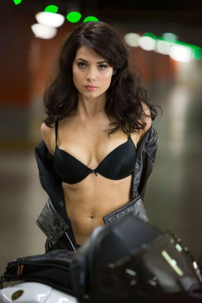 Юлия Снигирь фото на мотоцикле