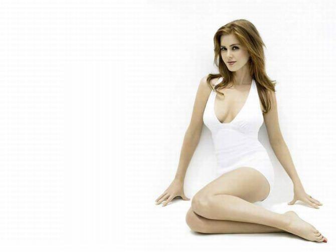 Айла Фишер фото в белом платье