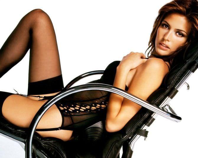 Джози Маран фото на стуле