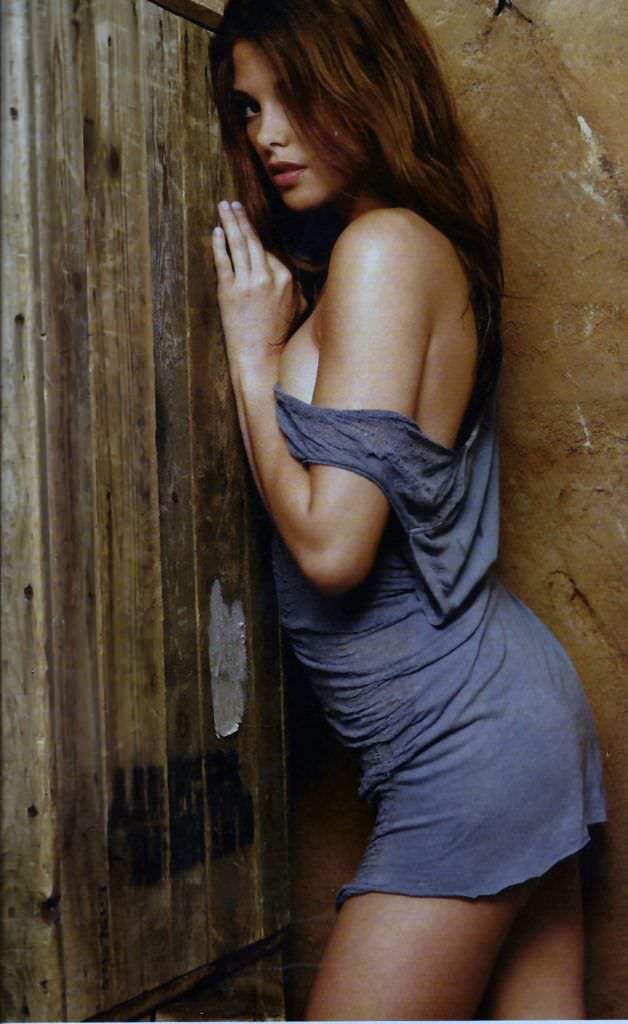 Эшли Грин фото в коротком платье