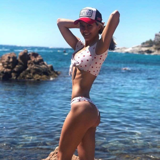 Юлия Паршута фото в бикини в горох