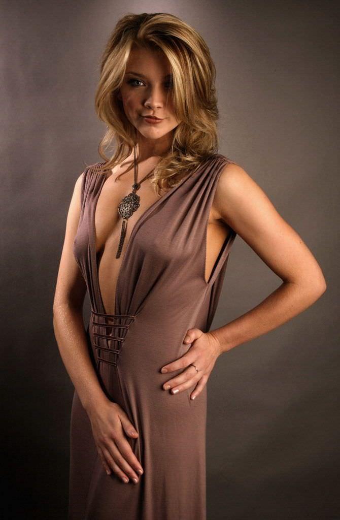 Натали Дормер фото в коричневом платье