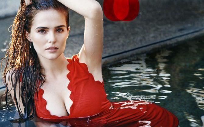 Зои Дойч фотография в красном платье