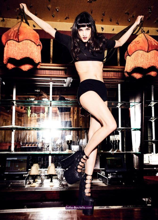 София Бутелла фото на высокой платформе