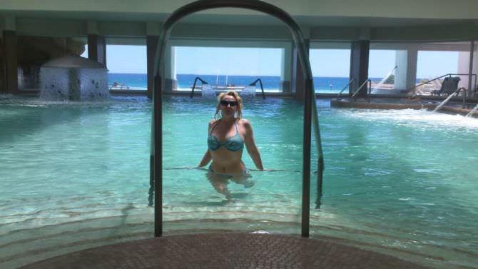 Елена Кондулайнен фото в купальнике в бассейне