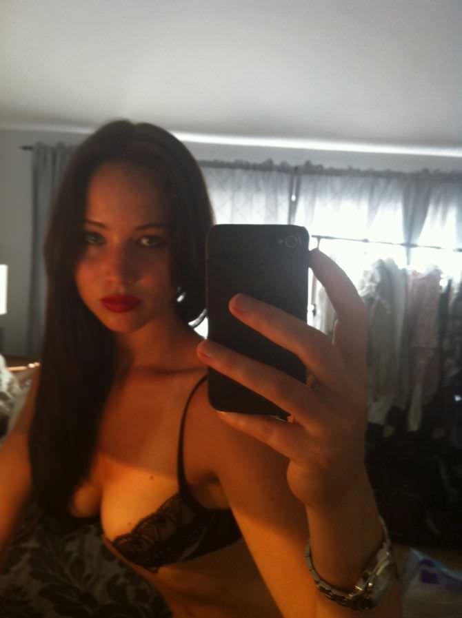 Дженнифер Лоуренс фото в зеркале в нижнем белье