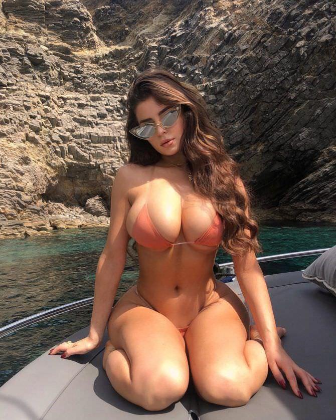 Деми Роуз фотография на яхте