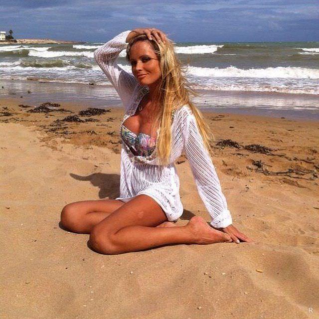 Дана Борисова фото на берегу моря
