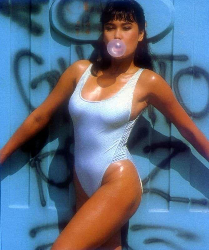 Тиа Каррере фото в молодости в купальнике