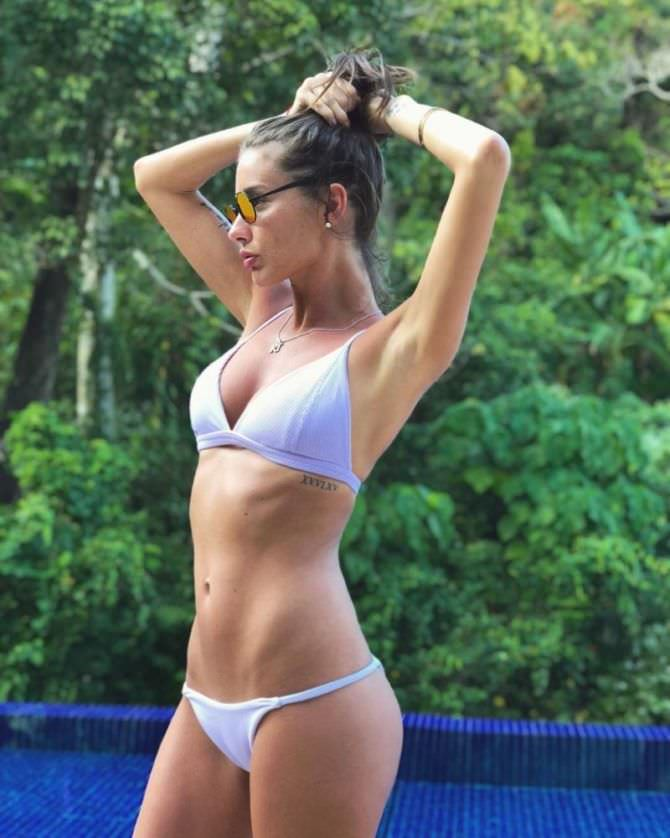 Кэти Топурия фото в белом бикини