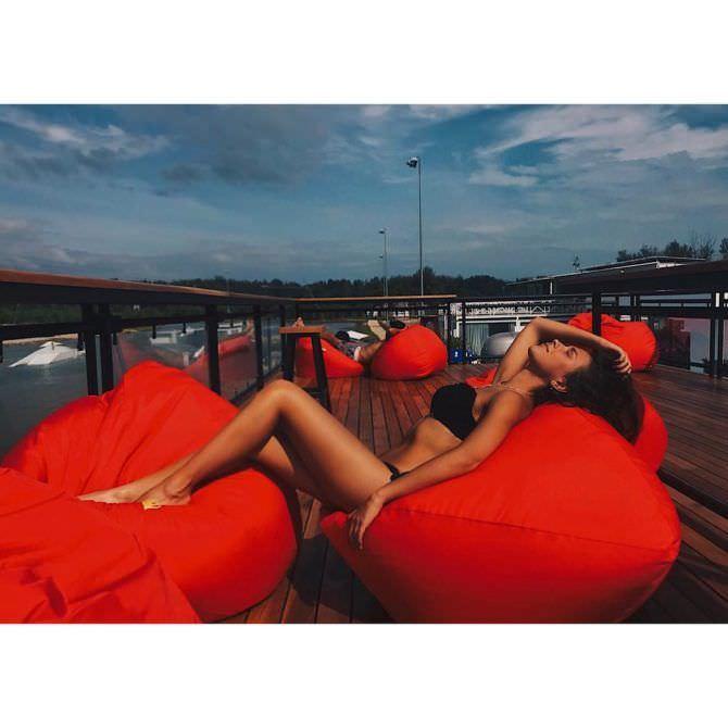 Анастасия Чепелюк фотография в подушках